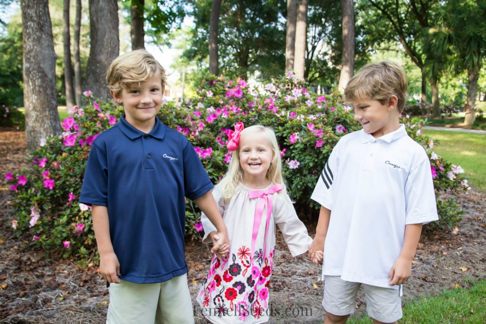 My list of pros and cons of having siblings 4 years apart in age. Here are my thoughts on the positives and negatives to having children 4 years apart in age.