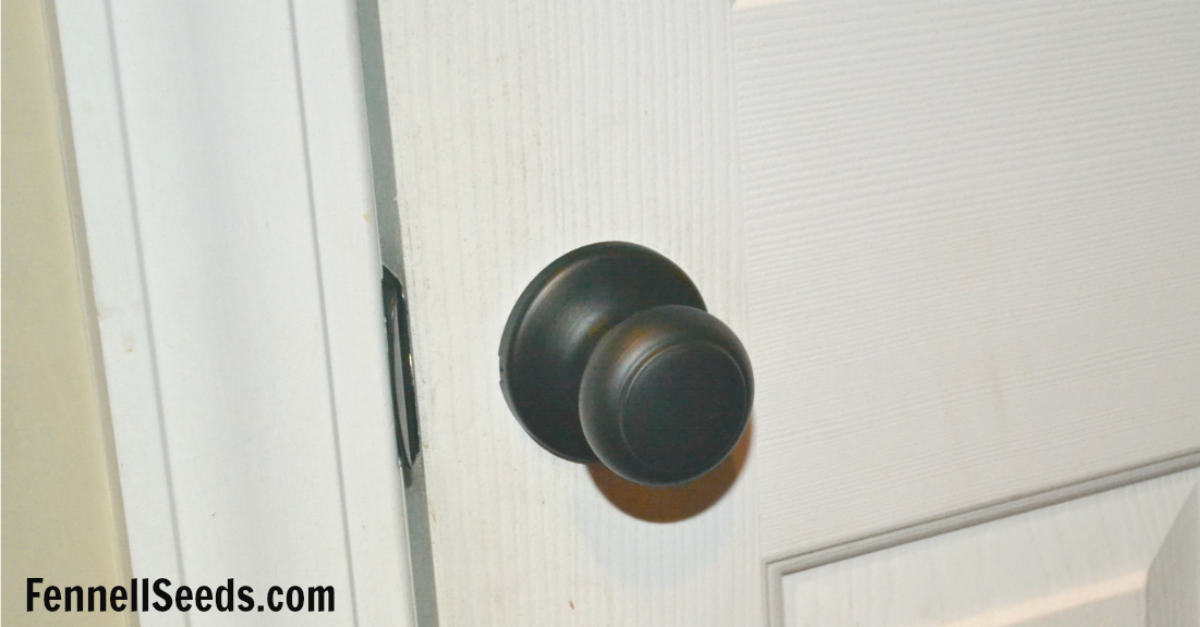 Update your home with oil rubbed bronze door knobs for Updating your house