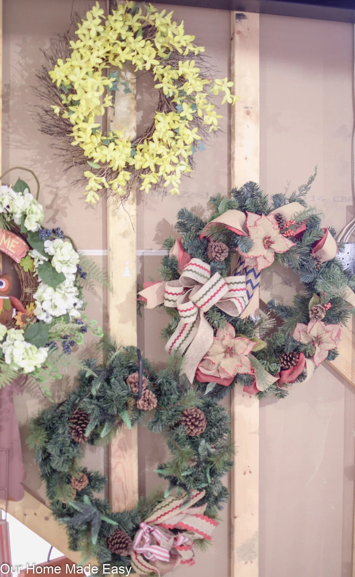 Everyday items that help you with Christmas storage. These Christmas storage ideas and hacks will blow your mind and help make decorating easier.   holiday decor organization   holiday storage   Christmas storage ideas   Christmas Organization Hacks #organization #christmasorganization #holidayorganization #christmasstorage